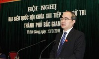 Presidente del Frente de la Patria de Vietnam contacta con electores norteños