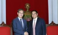 Vietnam y Laos fortalecen relaciones especiales