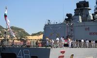 Desembarcan en puerto vietnamita dos buques de la Marina india