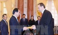 Presidente vietnamita recibe a embajadores extranjeros