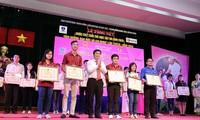 Premian a jóvenes destacados en seguir el ejemplo moral de Ho Chi Minh