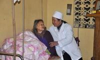 Nguyen Thi Xuan, una entusiasta enfermera que atiende a pacientes con lepra