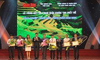 Entregan premios del concurso vietnamita de escritura sobre agricultura del 2015