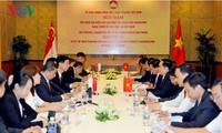 Vietnam y Singapur refuerzan colaboración bilateral e intercambio popular
