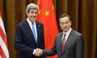 Jefes de diplomacia de China y Estados Unidos tratan sobre temas internacionales candentes