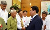 Vicepremier vietnamita se reúne con personas de méritos de Nam Dinh