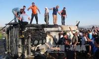 Mueren al menos seis policías en un atentado con coche bomba en Turquía