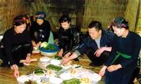 Particulares costumbres de saludar el año nuevo de los Nung
