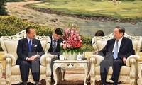 Senador japonés dialoga con máximo asesor político de China