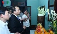 Primer ministro de Vietnam rinde tributo al Gran Líder revolucionario del país