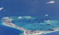 Filipinas acusa a China de construir en secreto islas artificiales