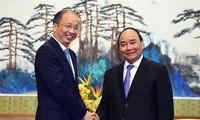 Entidades financieras y empresariales de China abogan por invertir en Vietnam