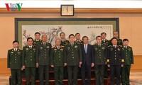 Vietnam y China abordan profundizar cooperación en defensa