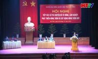 Vice primer ministro Vuong Dinh Hue contacta con electores en provincia central de Ha Tinh