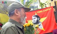 Vietnamitas rinden homenaje a Fidel Castro en Hanoi
