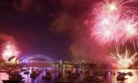 El mundo recibe al Año Nuevo 2017 con esperanza de paz