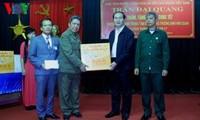 Presidente de Vietnam visita a soldados heridos en Ninh Binh