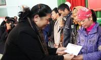 Vicepresidenta del Parlamento de Vietnam visita personas necesitadas en Bac Giang