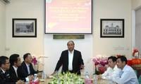 Primer ministro vietnamita visita Rama de Aduanas de Tan Son Nhat