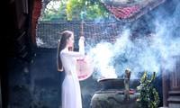 Visitar pagodas en el inicio del Año Lunar, una costumbre de los vietnamitas