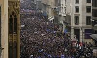 Manifestación masiva a favor de refugiados en Barcelona