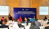 Altos funcionarios de APEC siguen debates sobre diversos temas clave