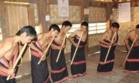 Dinh Tut, original instrumento musical de la etnia Gie Trieng