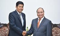 Premier vietnamita recibe a embajadores de Myanmar y Catar