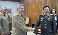 El presidente cubano recibe al ministro de Defensa de Vietnam
