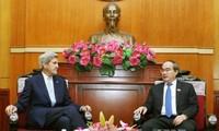 John Kerry se reúne con dirigente de Ciudad Ho Chi Minh