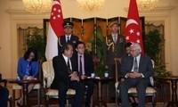 Vietnam y Singapur vigorizan relaciones