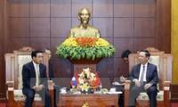 Vicepresidente laosiano visita provincia norvietnamita de Hoa Binh