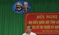 Vice primer ministro vietnamita contacta con los votantes de Long An