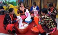 Brocado de los étnicos Mong en Dien Bien incluido en la lista de patrimonios nacionales
