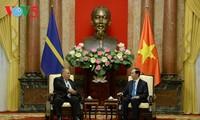 Presidente vietnamita recibe en Hanói a su homólogo de Nauru