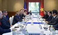 Dirigente vietnamita se reúne con representantes de grandes empresas estadounidenses