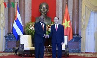 Dirigentes vietnamitas reciben al primer vicepresidente de Cuba