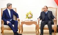 Vietnam muestra interés de aumentar cooperación con Estados Unidos y Singapur