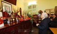 Máximo dirigente de Vietnam rinde homenaje a ex líderes del país