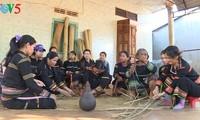 Los Jarai empeñados en presevar tradicional producción de esteras