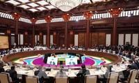 Premier vietnamita asiste a las sesiones del Foro de la Franja y la Ruta en China