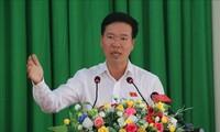 Dirigente partidista contacta con el electorado de Bien Hoa