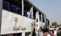 Autobús con turistas es blanco de un ataque con bomba en Egipto