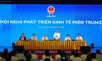 Primer ministro vietnamita preside conferencia de desarrollo económico del centro