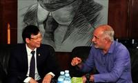 Vietnam y Cuba afianzan vínculos en el campo de periodismo