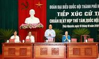 Primer ministro vietnamita dialoga con votantes de la ciudad de Hai Phong