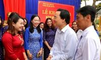 Ministro de Educación vietnamita felicita a maestros y funcionarios del sector