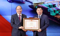 Conmemoran el 90 aniversario del Día de obreros del puerto marítimo de Hai Phong