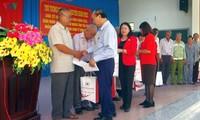 Primer ministro vietnamita entrega presentes del Tet a personas en situación difícil