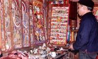 Instalar el altar familiar: un acto sagrado para la etnia Dao
